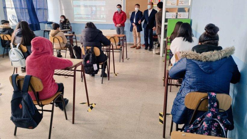 La mitad de los colegios municipales del Biobío está con clases presenciales