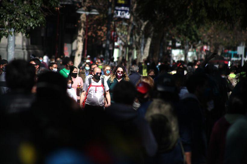 Miedo de los chilenos a contagiarse con covid alcanzó su menor nivel