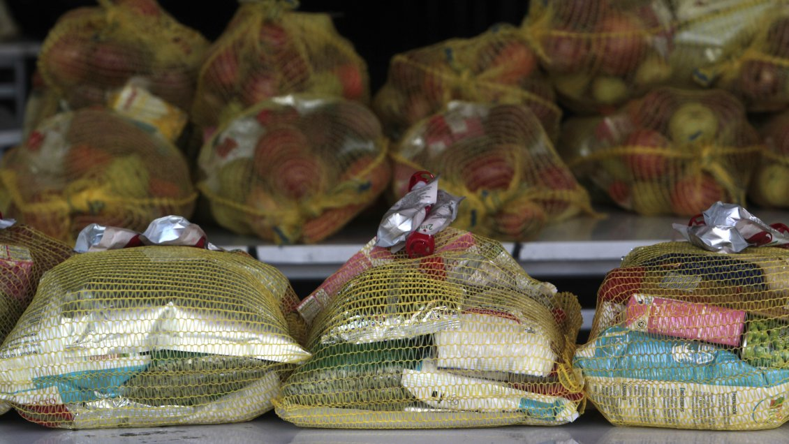 Contraloría ordenó sumario en Junaeb por deficientes cajas de alimentos