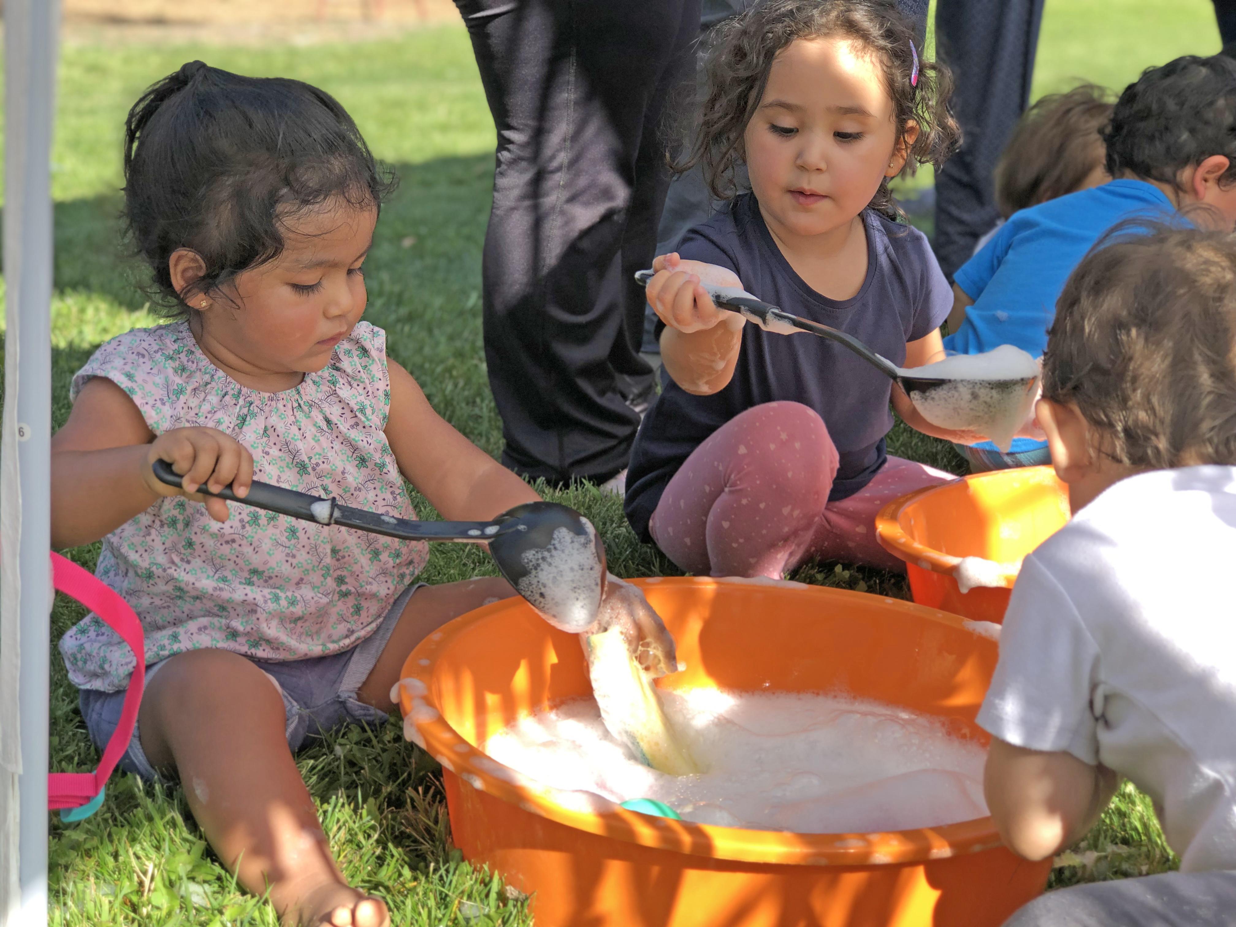 Beneficiarios del programa Criando y Creciendo recomiendan talleres que les enseñan a conocer el funcionamiento del cerebro de sus hijos e hijas