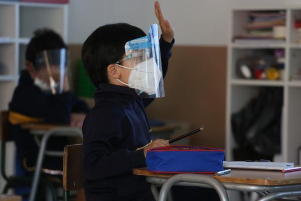 Registro de asistentes, mascarillas y distanciamiento: Mineduc publica protocolo de retorno a clases en educación superior