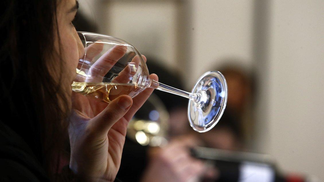 La OMS recomendó disminuir el consumo de alcohol para prevenir el cáncer de mama