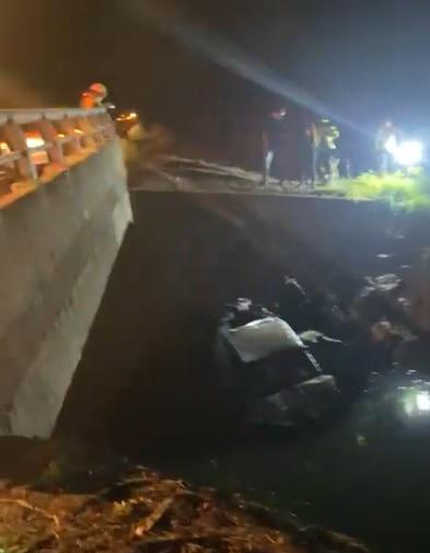 Una persona lesionada tras caer su vehículo al lecho del Estero Paillihue en la Ruta 5 sur - Los Ángeles