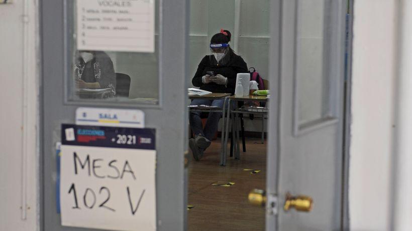 Servel confirmó que vocales de mesa para elecciones presidenciales se conocerán el 30 de Octubre