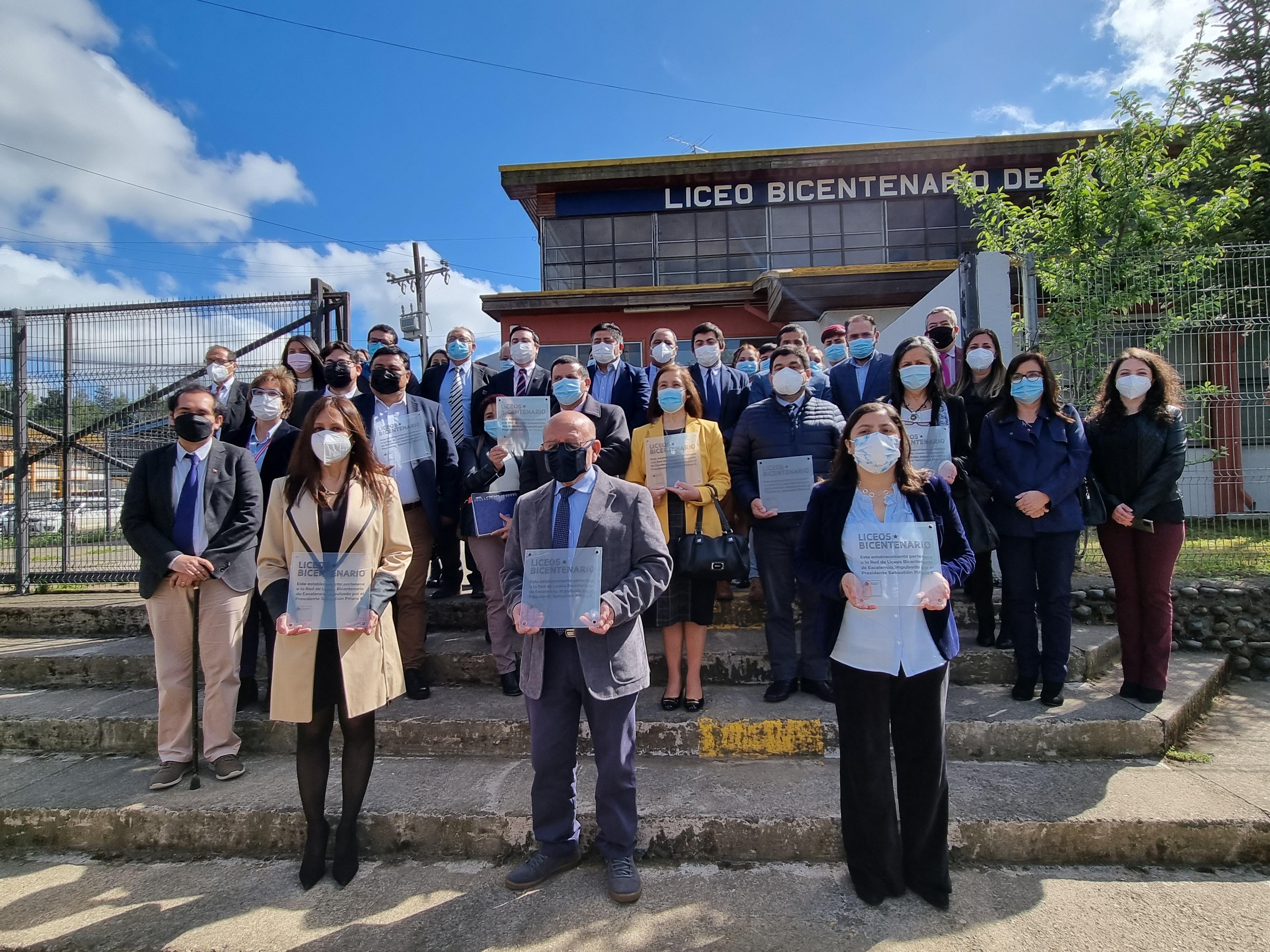 9 establecimientos de la Provincia de Biobío recibieron su placa oficial de Liceo Bicentenario