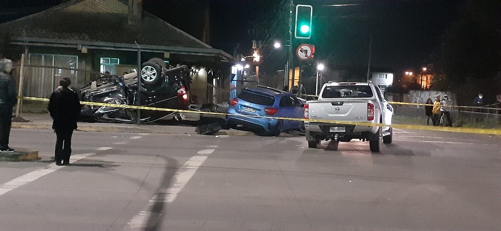 """Ola de accidentes de tránsito: """"Tres vehículos colisionan en pleno centro de Los Ángeles uno de ellos mantiene impactos de bala"""""""