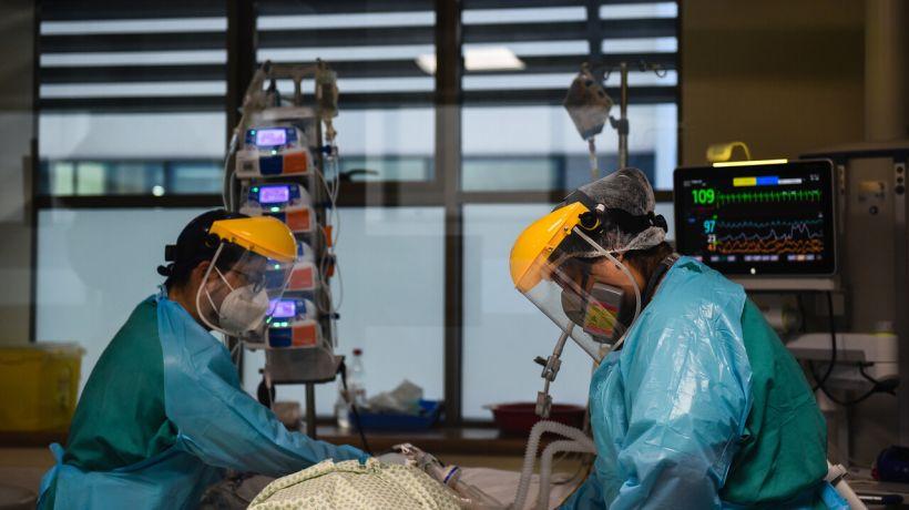 Minsal informó de 25 personas fallecidas por Covid y 828 nuevos contagios: positividad fue de 2,1%